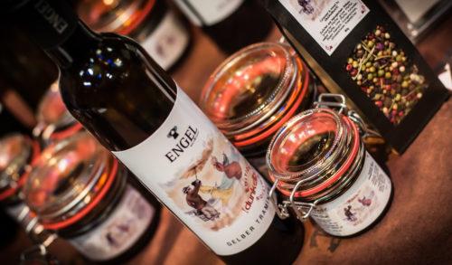 dunkelbunt Engel Wein